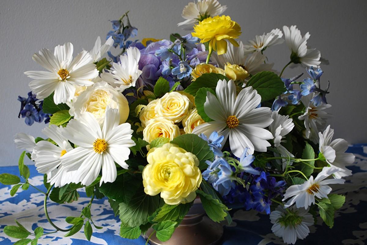 O quebra-cabeça Recolher o quebra-cabeças on-line - A bouquet of flowers