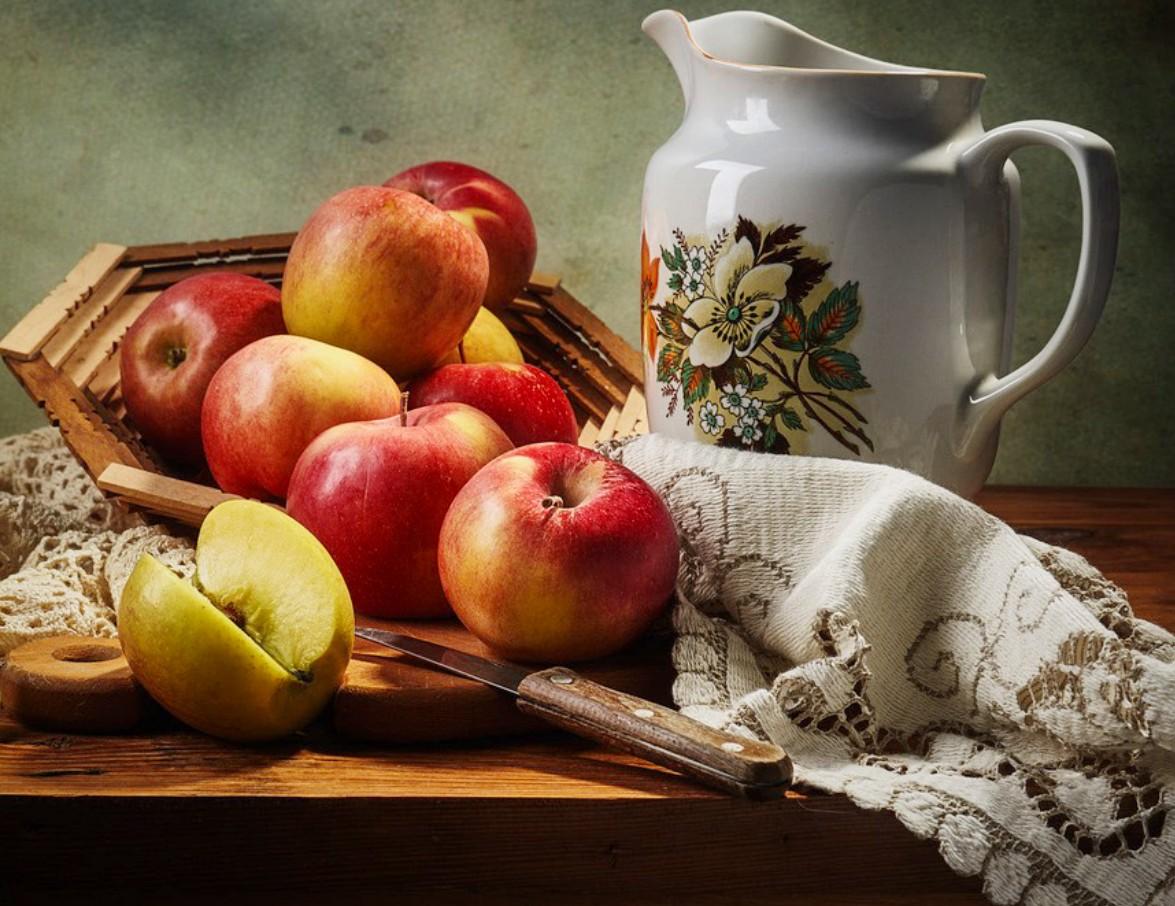 O quebra-cabeça Recolher o quebra-cabeças on-line - Pitcher and apples