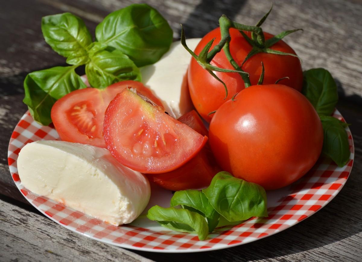 O quebra-cabeça Recolher o quebra-cabeças on-line - Mozzarella and tomatoes