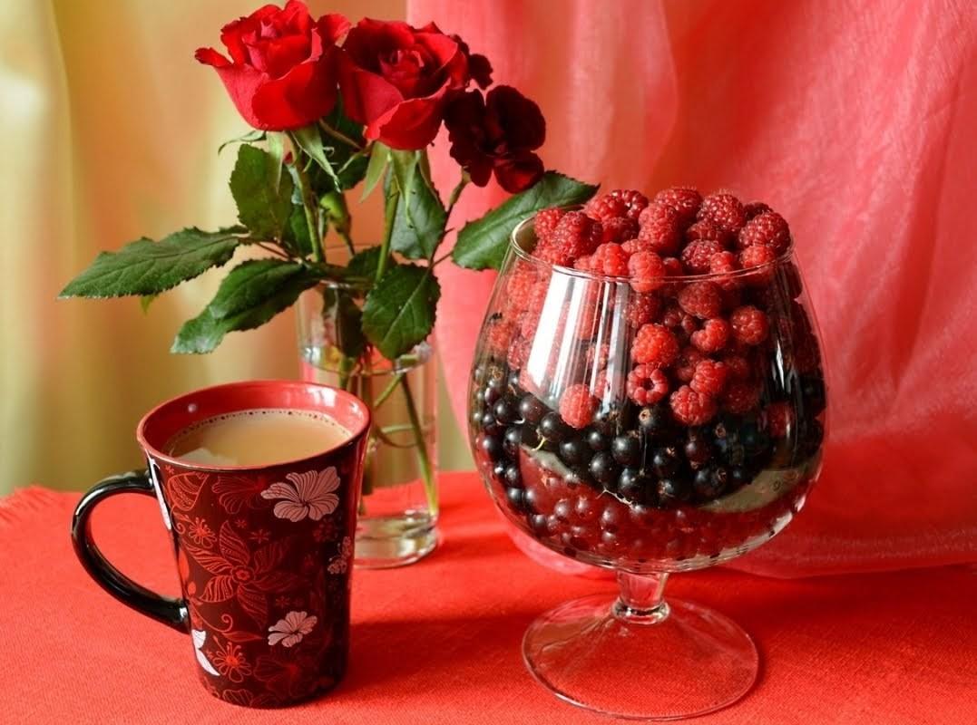 O quebra-cabeça Recolher o quebra-cabeças on-line - The berries in the glass