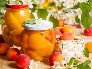 Собирать пазл Apricots and flowers онлайн