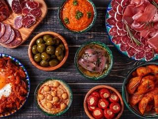 Собирать пазл Assorted appetizers онлайн