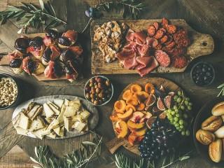 Собирать пазл A range of snacks онлайн