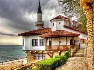 Собирать пазл Balchik palace онлайн