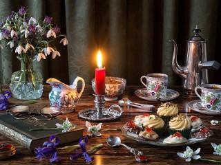 Собирать пазл Tea party with a candle онлайн