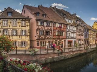 Собирать пазл Houses above the canal онлайн