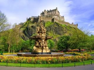 Собирать пазл Rossa fountain and castle онлайн