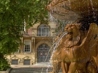 Собирать пазл Fountain in Leicester онлайн