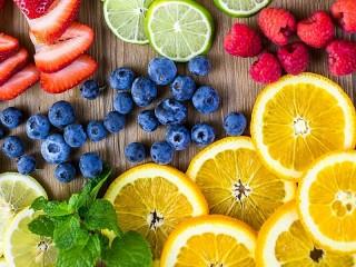 Собирать пазл Fruits and berries онлайн