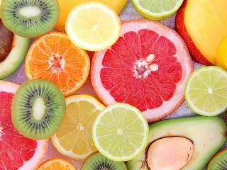 Собирать пазл Fruit in the snow онлайн