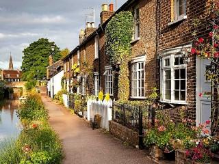 Собирать пазл Town in England онлайн