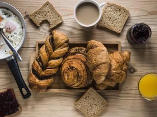 Собирать пазл And three crusts of bread онлайн