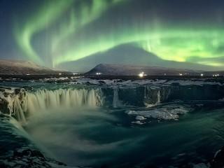 Собирать пазл Icelandic fireworks онлайн