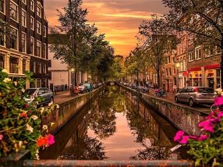Собирать пазл Canal in Amsterdam онлайн