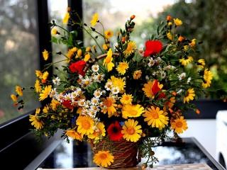 Собирать пазл Basket of flowers онлайн