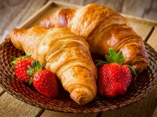 Собирать пазл Croissants and strawberries онлайн