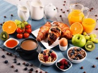 Собирать пазл Croissants for breakfast онлайн