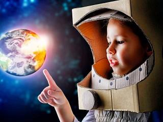 Собирать пазл Little astronaut онлайн