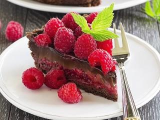 Собирать пазл Raspberry and chocolate онлайн