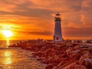 Собирать пазл Lighthouse in California онлайн
