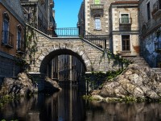 Собирать пазл The bridge over the canal онлайн