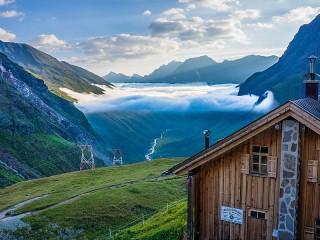 Собирать пазл Cloud over the valley онлайн