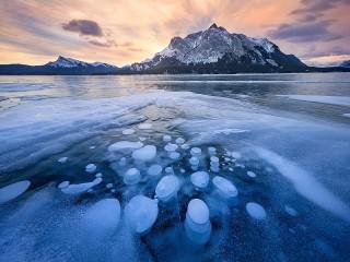 Собирать пазл The lake under the ice онлайн
