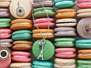 Собирать пазл Cookies and decorations онлайн
