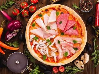 Собирать пазл Pizza and cutting онлайн