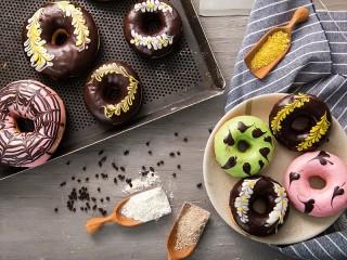 Собирать пазл The doughnuts in the glaze онлайн