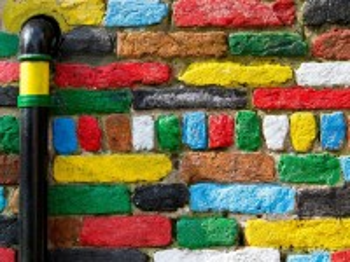 Собирать пазл Painted bricks онлайн