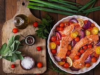 Собирать пазл Fish with vegetables онлайн