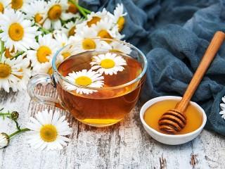 Собирать пазл Chamomile and honey онлайн