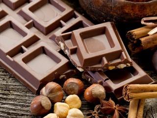 Собирать пазл Chocolate and nuts онлайн