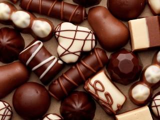 Собирать пазл Chocolate sweets онлайн