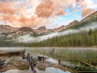 Собирать пазл Fog behind lake онлайн