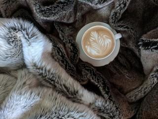 Собирать пазл A warm drink онлайн