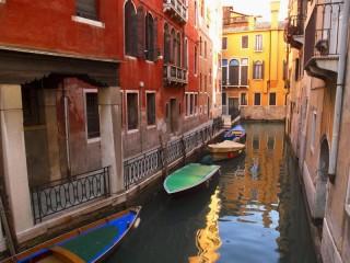 Собирать пазл A street in Venice онлайн
