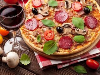 Собирать пазл Vino i pitstsa онлайн