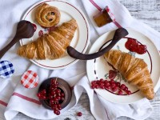 Собирать пазл Cakes and currant онлайн