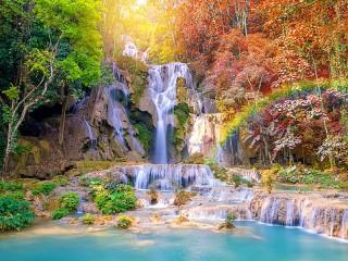 Собирать пазл Waterfall in the tropics онлайн