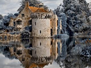 Собирать пазл Castle on water онлайн
