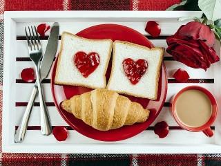 Собирать пазл Breakfast for beloved онлайн