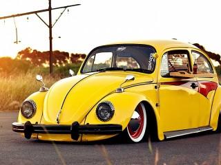 Собирать пазл Yellow beetle онлайн